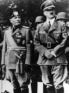 Hitler e o fascista Benito (nome herdado em homenagem ao revolucionário esquerdista Benito Juárez) Mussolini
