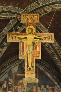 """Durante uma oração, Deus falou com São Francisco através deste crucifixo, chamado """"de São Damião""""... E ao contrário do que pensam os protestantes, São Francisco não passou a idolatrar o crucifixo como um deus de madeira e tinta..."""