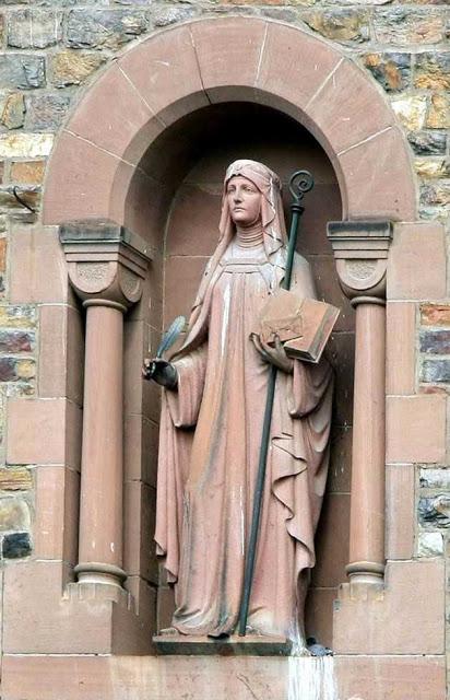 Santa Hildegarda de Bingen 04