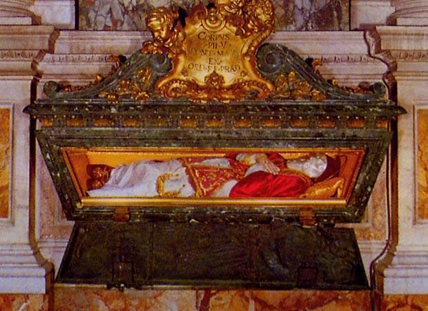 """Corpo Incorrupto do Papa São Pio V.  'preciosa in conspectu Domini mors sanctorum eius. Preciosa na presença do Senhor é a morte de seus santos"""" (Psalm CXV, 15)"""