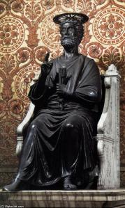Arnolfo-Di-Cambio-The-Statue-of-Saint-Peter-3-