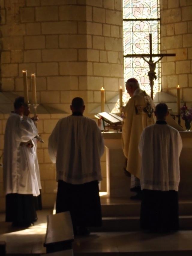 Missa inaugural, na festa de N. Sra do Carmo (2014), no convento de Avrille