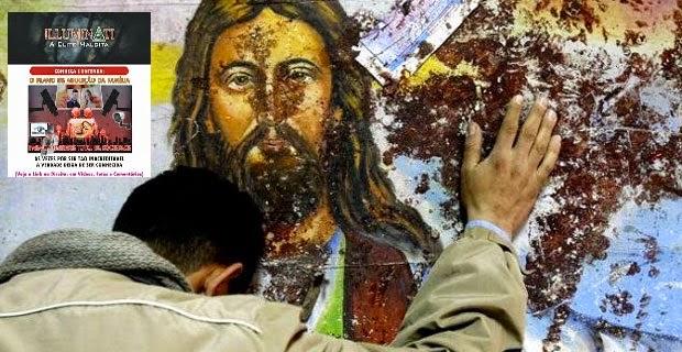 Iraquiano diante da Imagem de Nosso Senhor, numa das igrejas destroçadas pelos infiéis